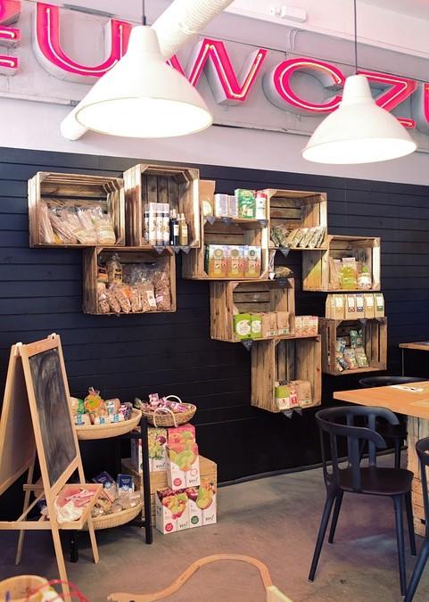 Necesitas cajas de madera al por mayor para tu comercio.